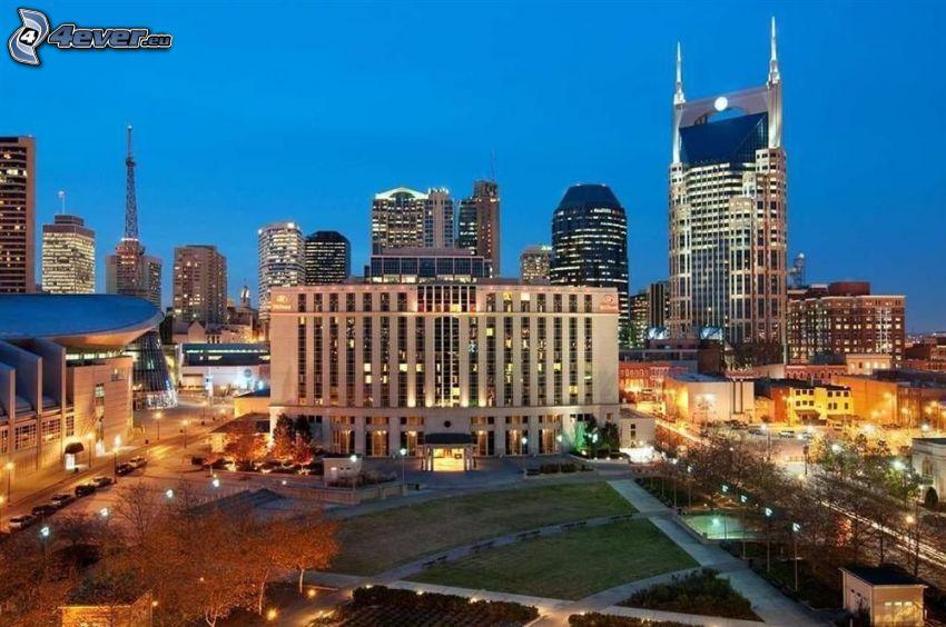 Nashville, kvällsstad, skyskrapa