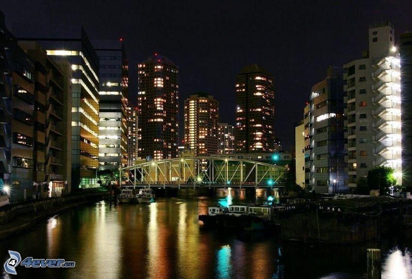 nattstad, flod, järnbro, byggnader