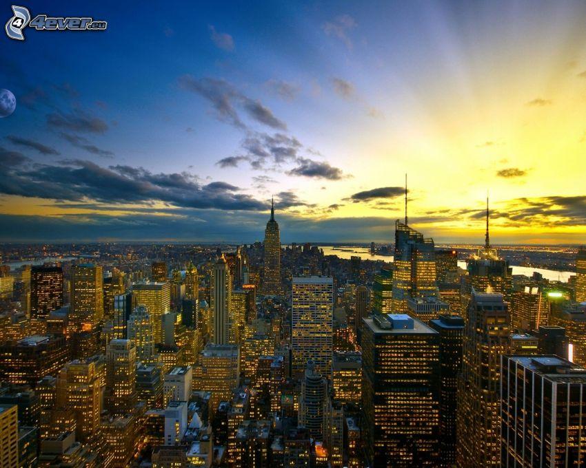 New York, solnedgång över stad