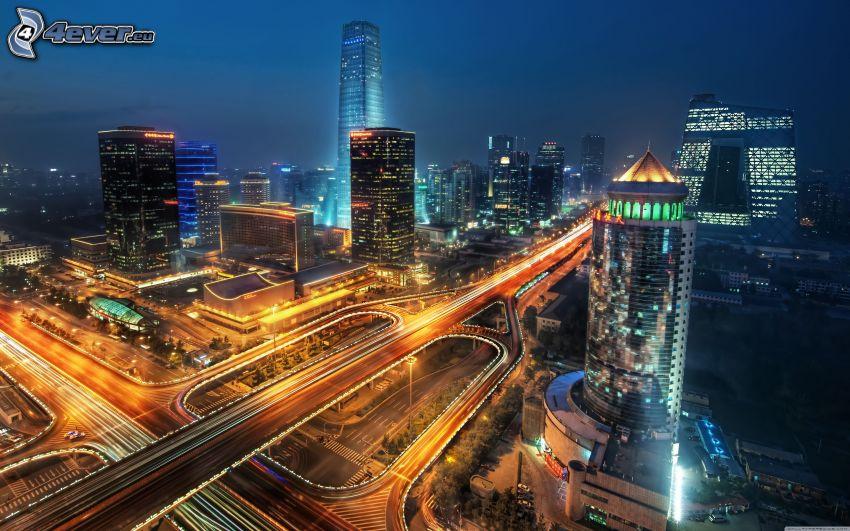 Peking, nattstad, motorvägskorsning, motorväg på kvällen