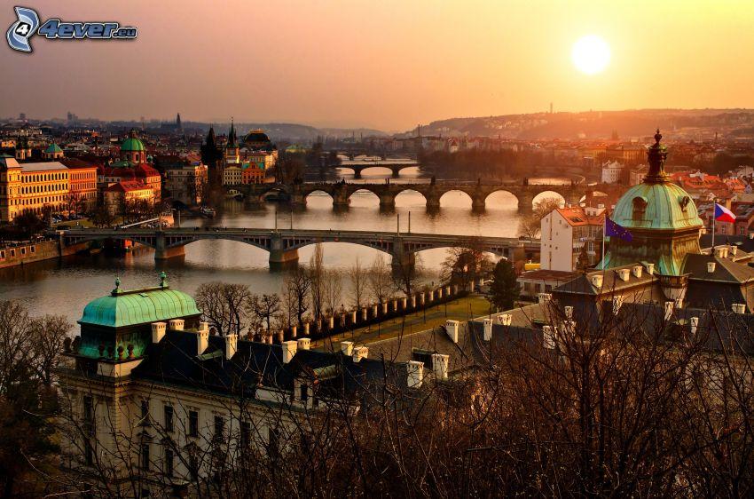 Prag, kvällsstad, solnedgång