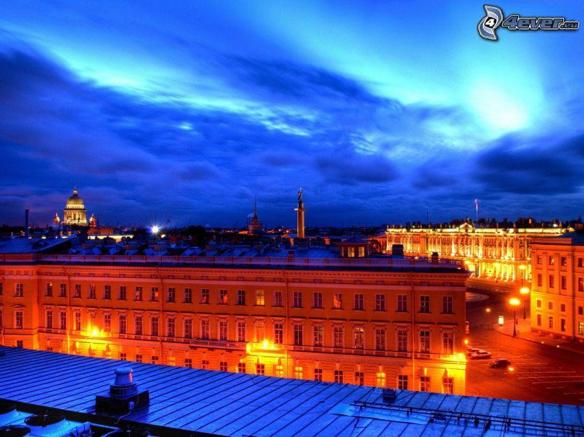 Sankt Petersburg, kvällsstad, byggnader, gatlyktor, moln