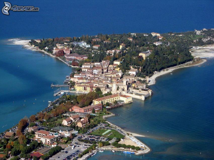 Sirmione, Italien, halvö, sjö