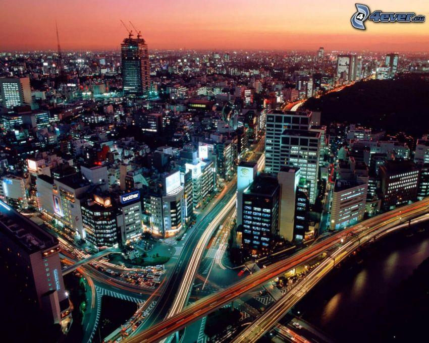 Tokyo, kvällsstad, motorvägsbro, motorväg på kvällen