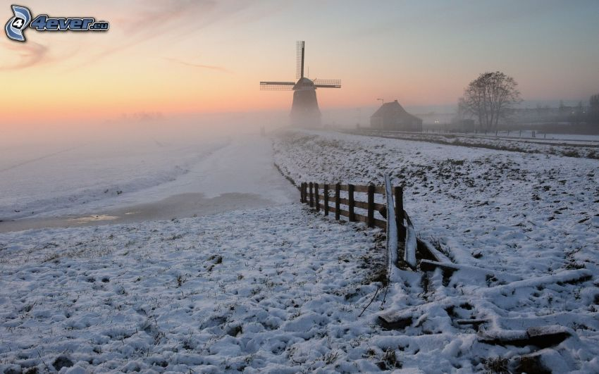 väderkvarn, snö, gammalt trästaket, kvällshimmel