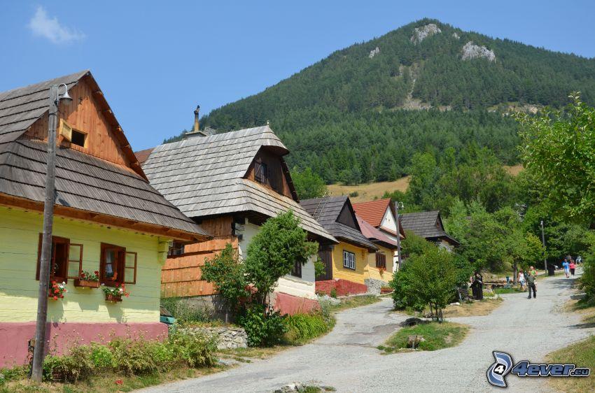 Vlkolínec, Slovakien, trästuga, berg