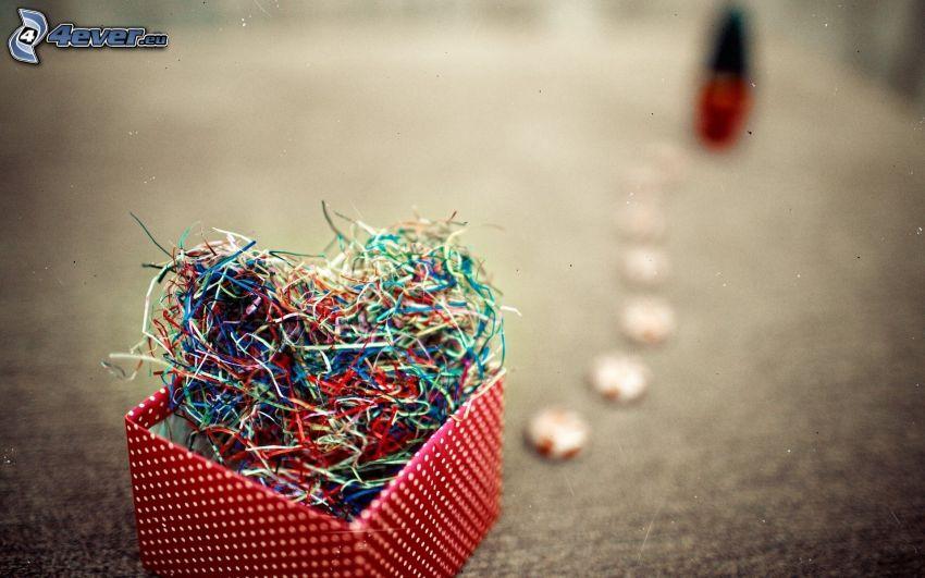 hjärta, ståltrådar, låda