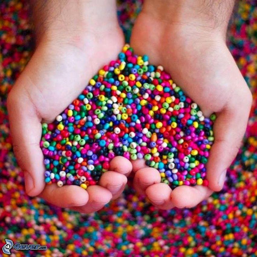 pärlor, hjärta av händer, färger