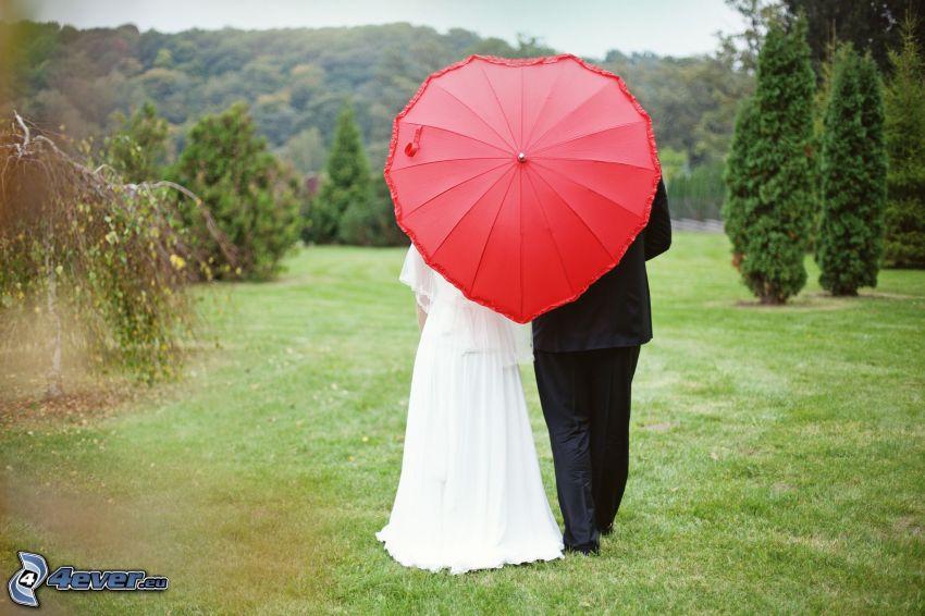 bröllop, par i park, par med paraply, hjärta