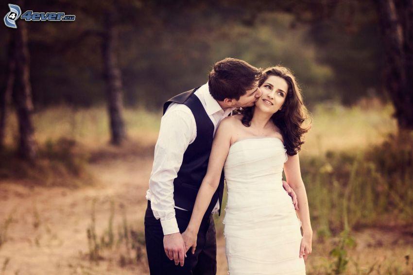 bröllopspar, puss