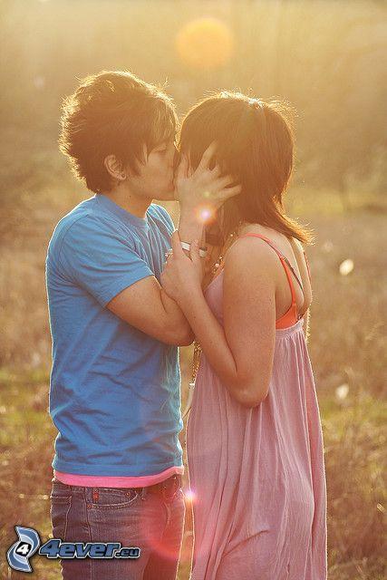 kyss på fält, kärlek