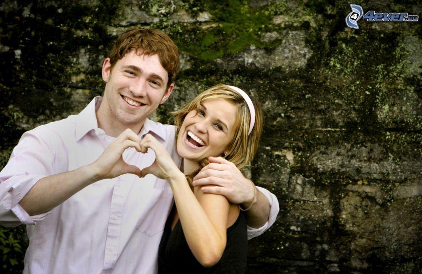 lyckligt par, hjärta av händer, kärlek, kram