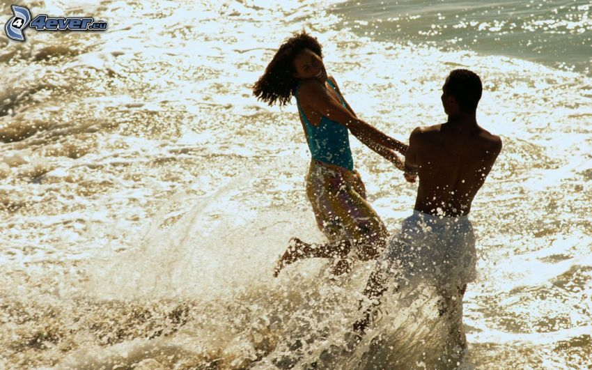 lyckligt par, vatten, skratt