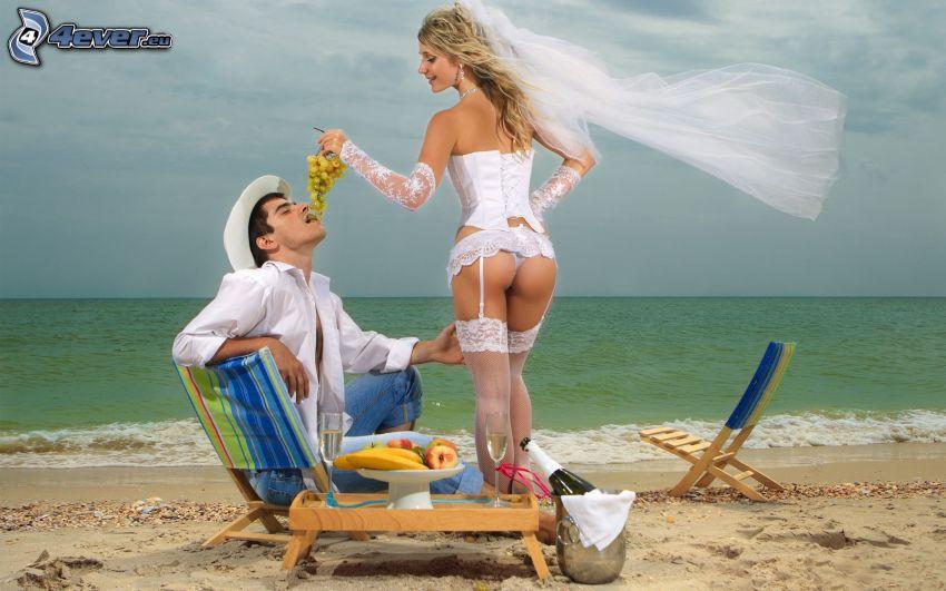 nygifta, brudgum, brud, sexig blondin, vita trosor och strumpeband, korsett, vindruvor, sandstrand, solstolar, hav