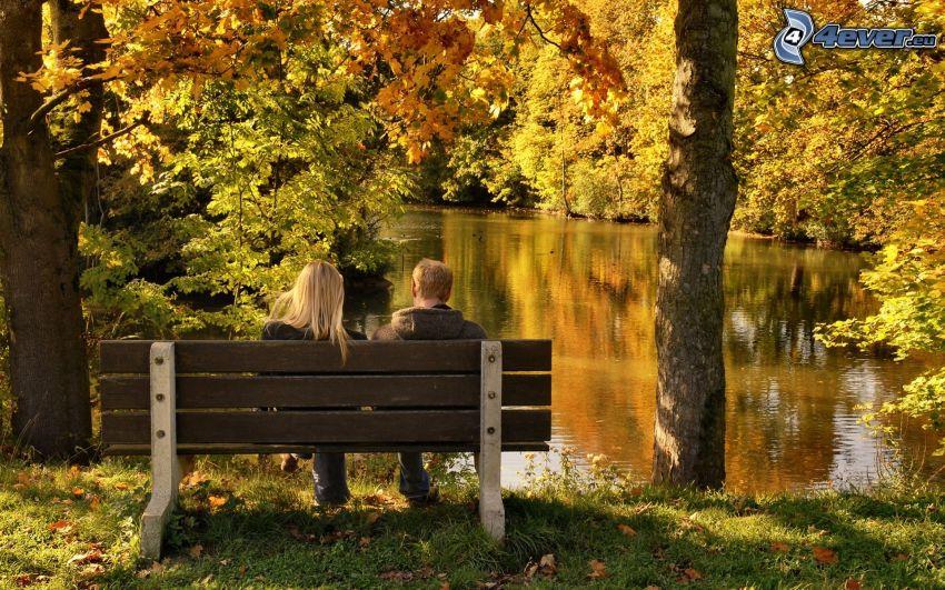 par på bänk, flod