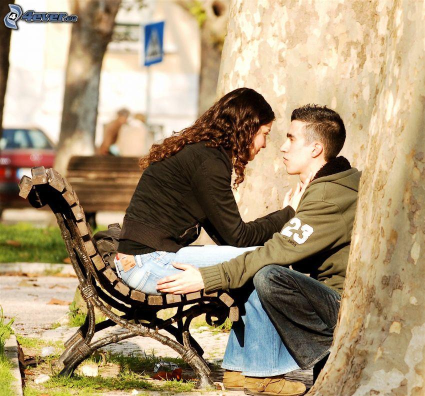 par på bänk, platan