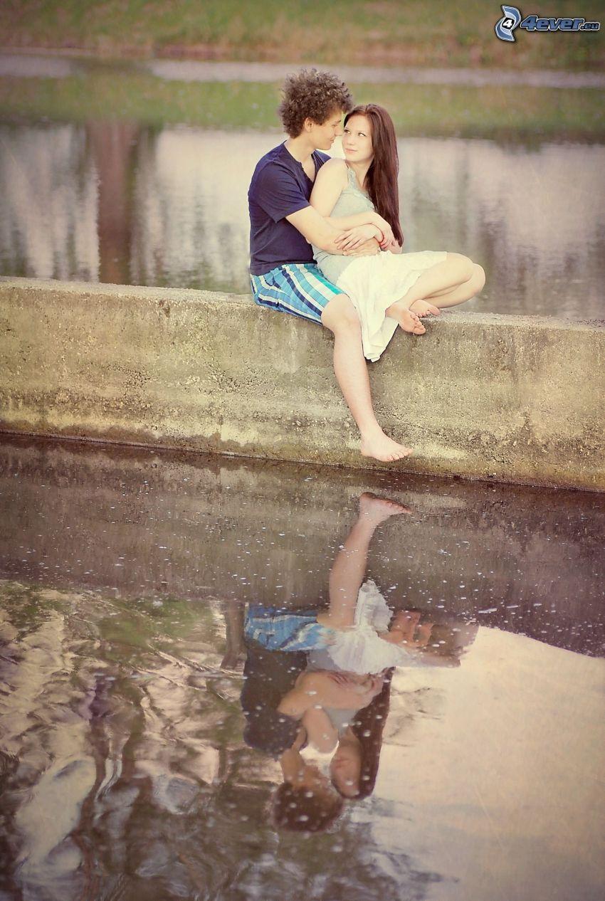 par på mur, kärlek, romantik, vatten, spegling