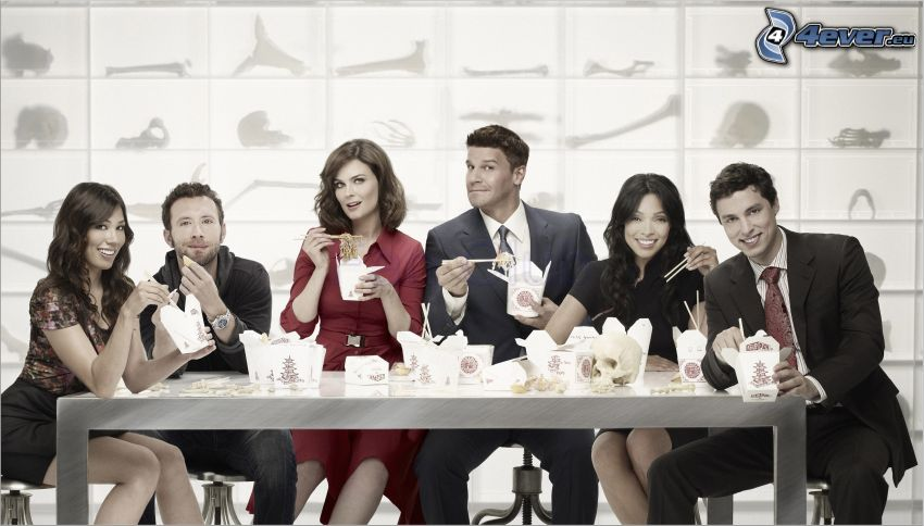Bones, Emily Deschanel, Temperance Brennan, Seeley Booth, David Boreanaz, Michaela Conlin, Angela Montenegro, lunch, laboratorium