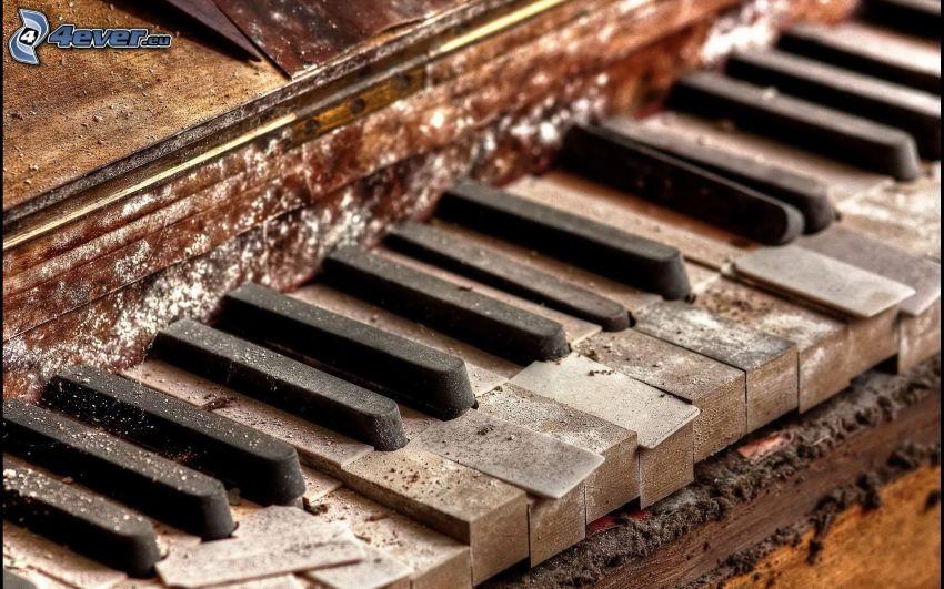 gammalt piano