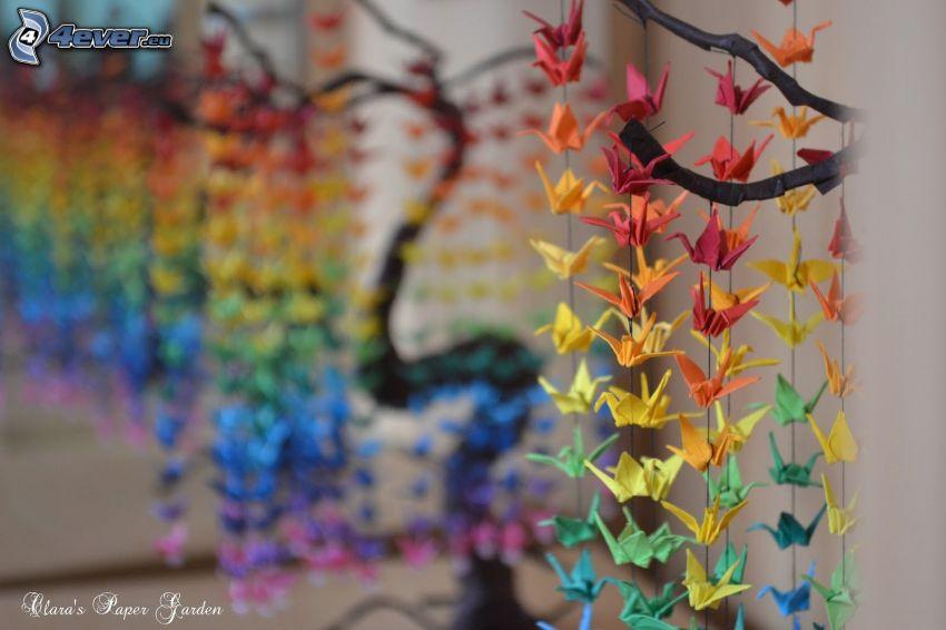 origami, svanar, färggranna papper