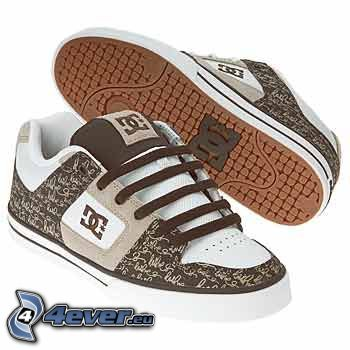 DC Shoes, bruna gymnastikskor