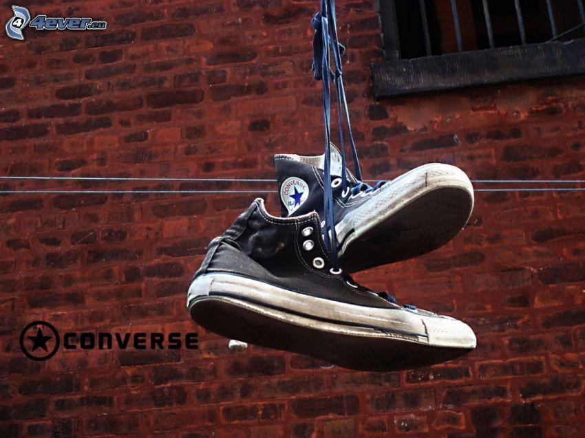 gympaskor på klädstreck, Converse