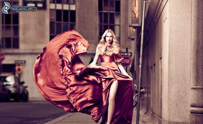 modell, brun klänning