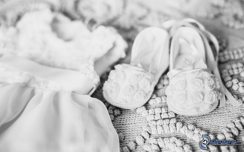 vita skor, vit klänning