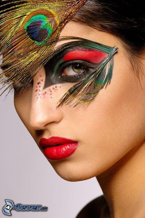målad kvinna, påfågelfjäder