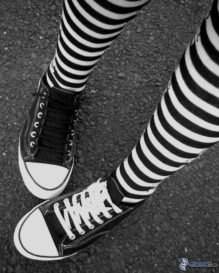 svarta sneakers, knäsockor, Converse