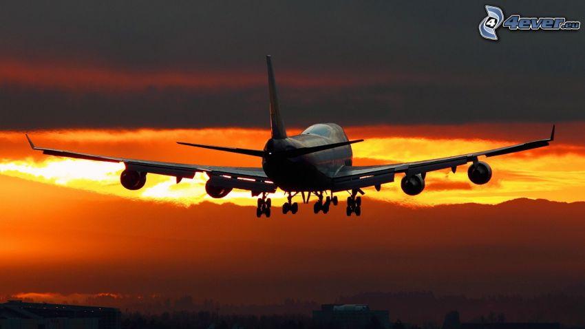 Boeing 747, flygplan vid solnedgången, kvällsjus, flygstart vid solnedgång