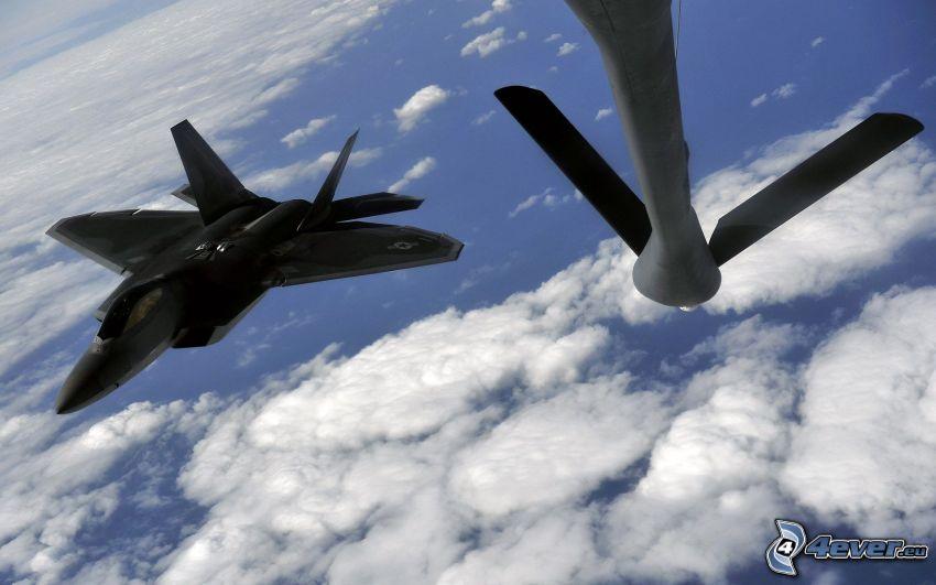 F-22 Raptor, moln, lufttankning