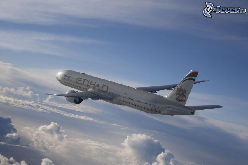 Airbus A330, ovanför molnen