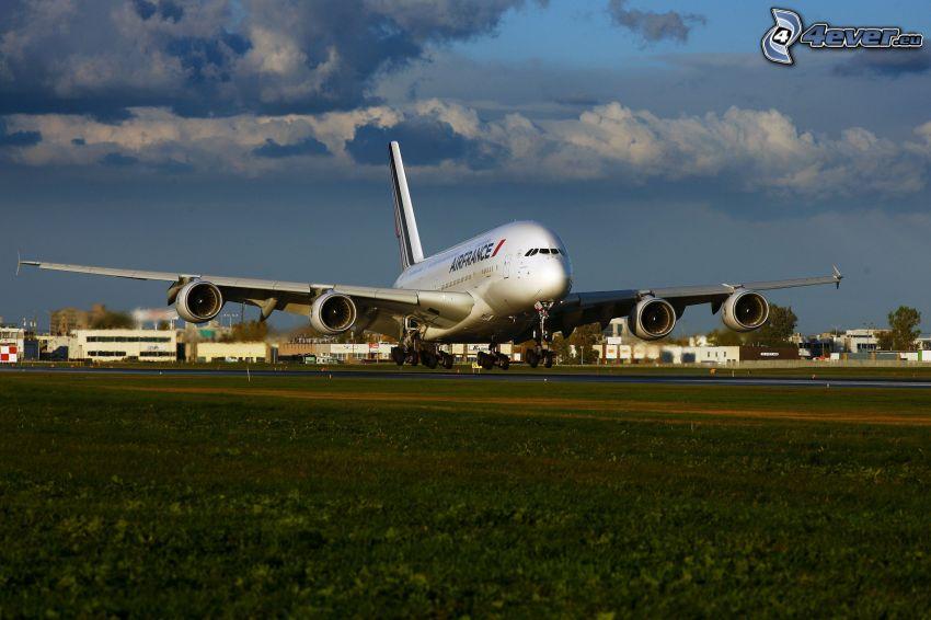 Airbus A380, landning