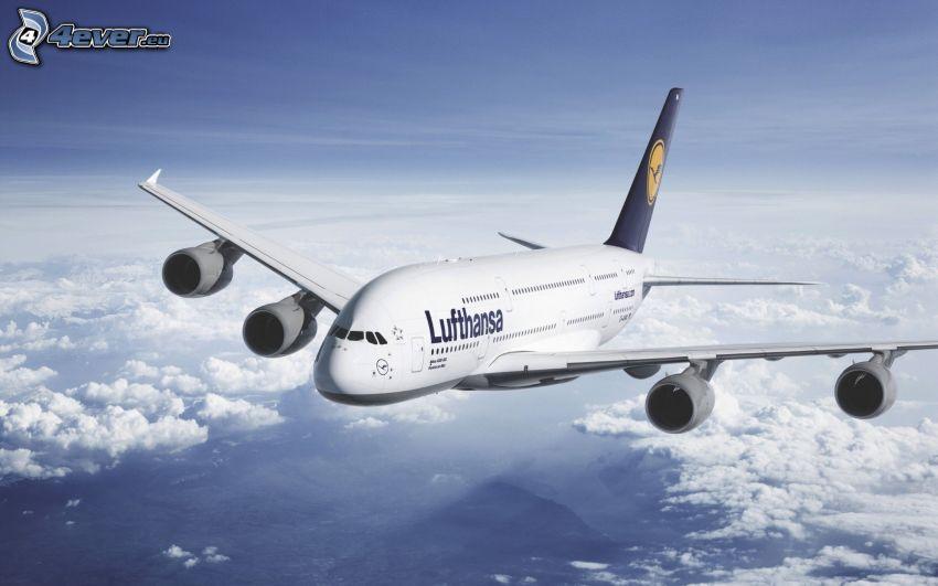 Airbus A380, ovanför molnen