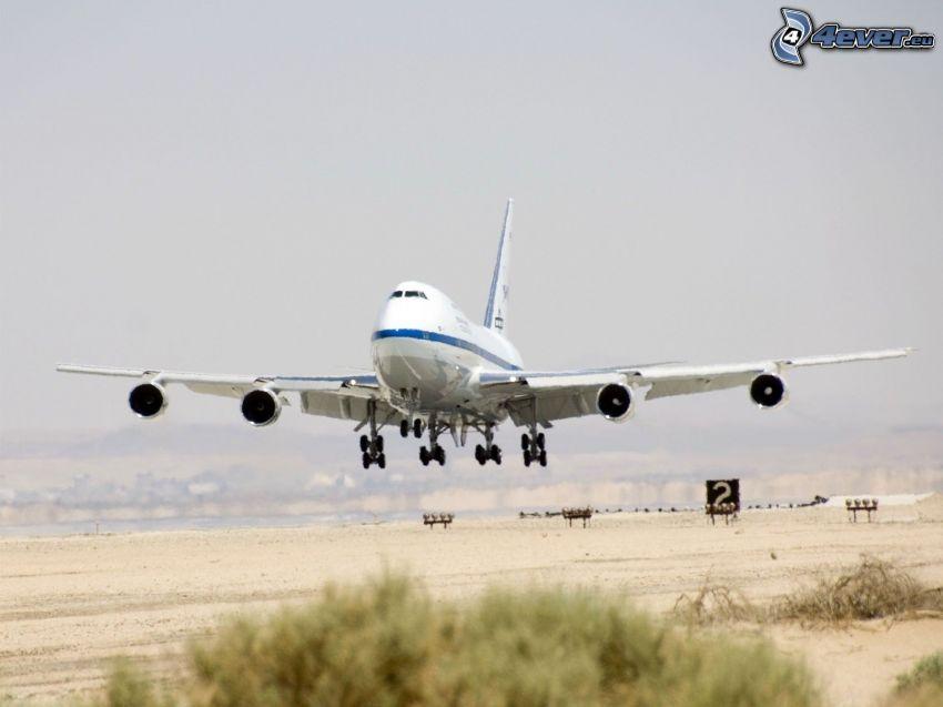 Boeing 747, flygstart, flygplats