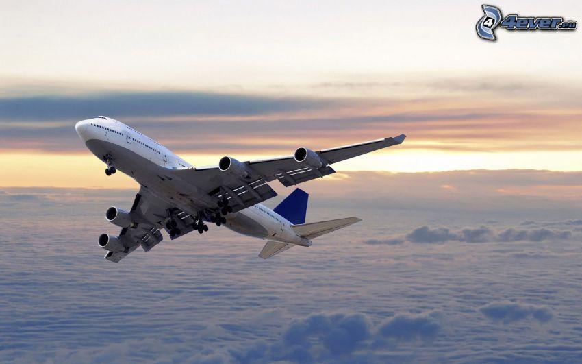 Boeing 747, ovanför molnen