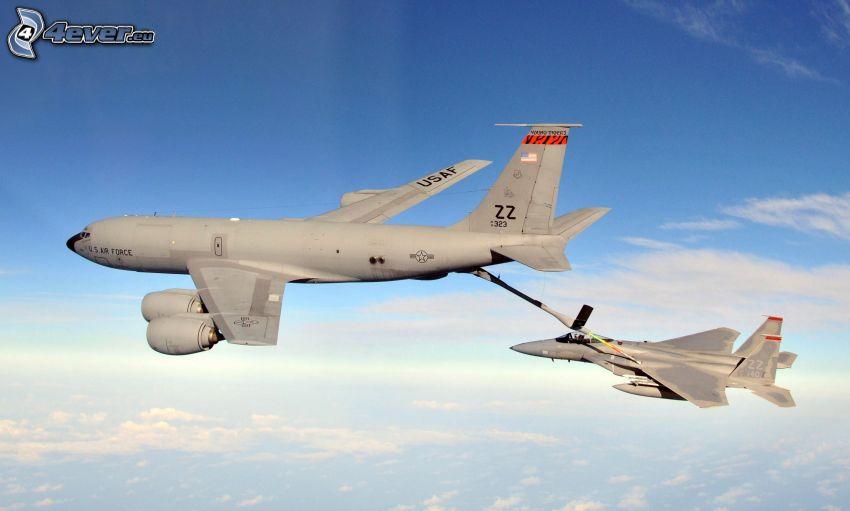 Boeing KC-135 Stratotanker, F-15 Eagle, lufttankning