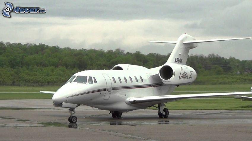 Citation X - Cessna, flygplats, skog