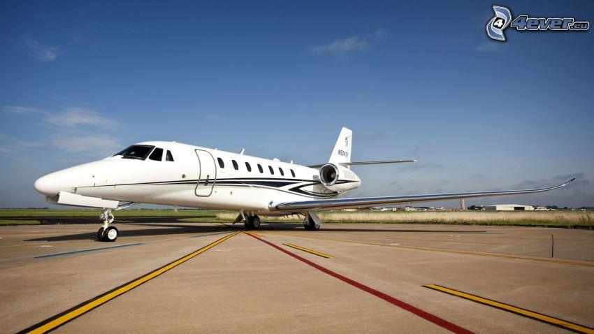 Citation X - Cessna, flygplats
