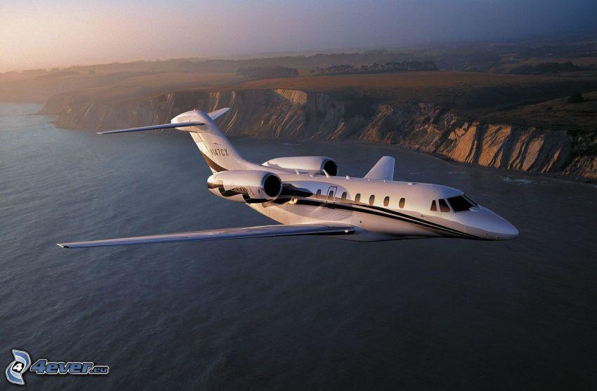 Citation X - Cessna, klippor vid kusten