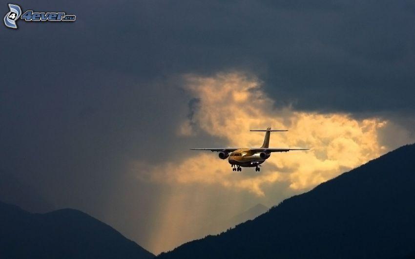 flygplan, berg, moln