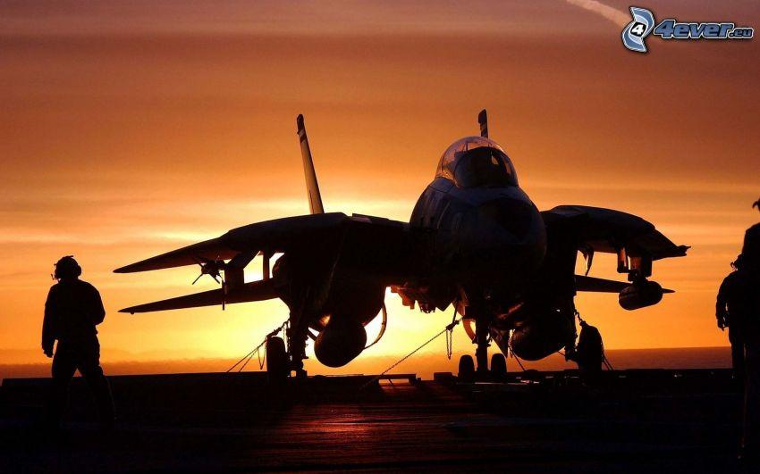 flygplan vid solnedgången, silhuett av man