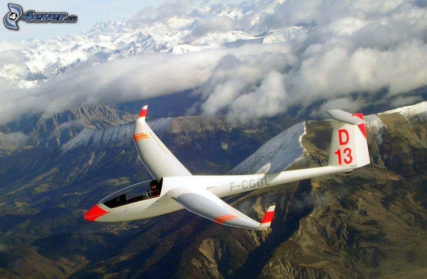 segelflygplan, snöklädda berg, moln