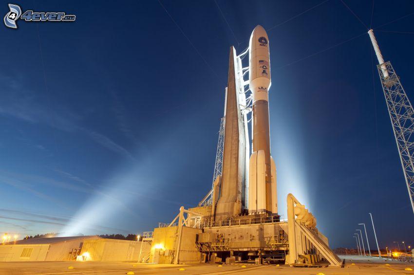 Atlas V, raket, natt