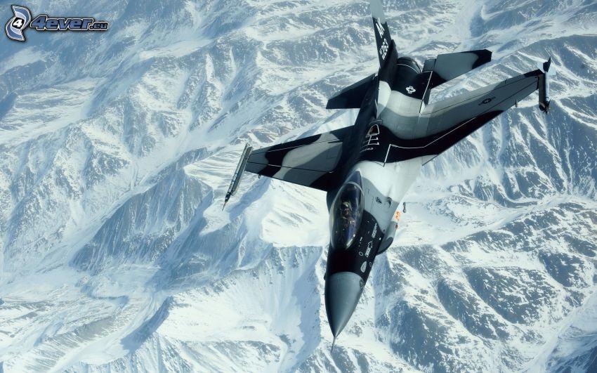 F-16 Fighting Falcon, snöklädda berg