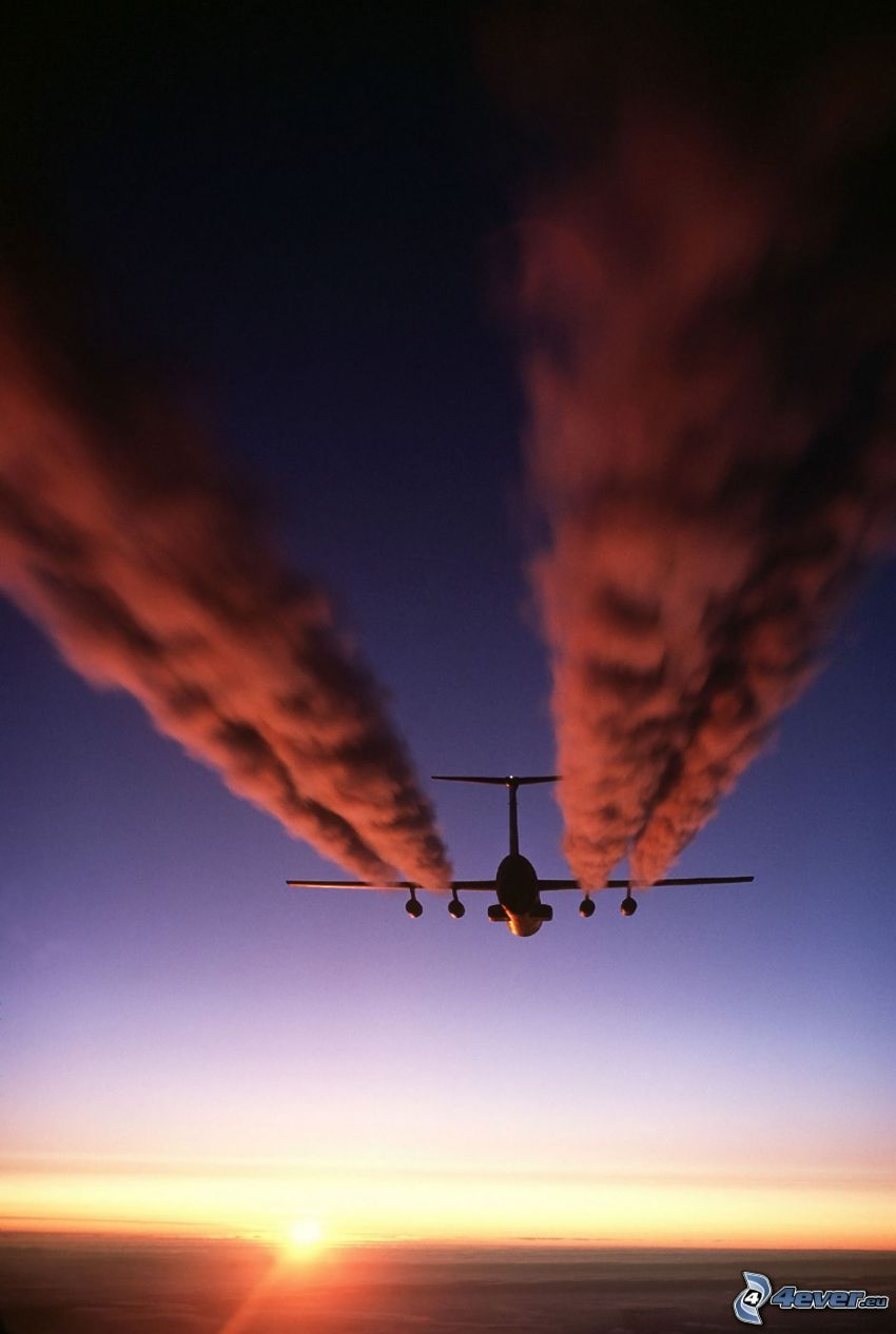 Lockheed C-141 Starlifter, kondensationsspår, soluppgång