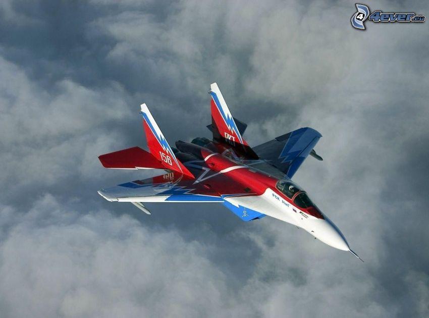 MiG-29, jaktplan, ovanför molnen