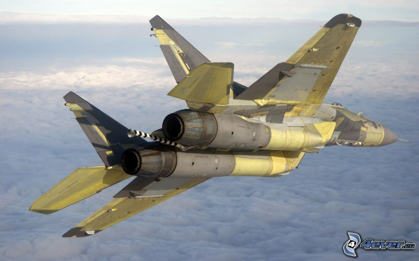 Sukhoi Su-24, ovanför molnen