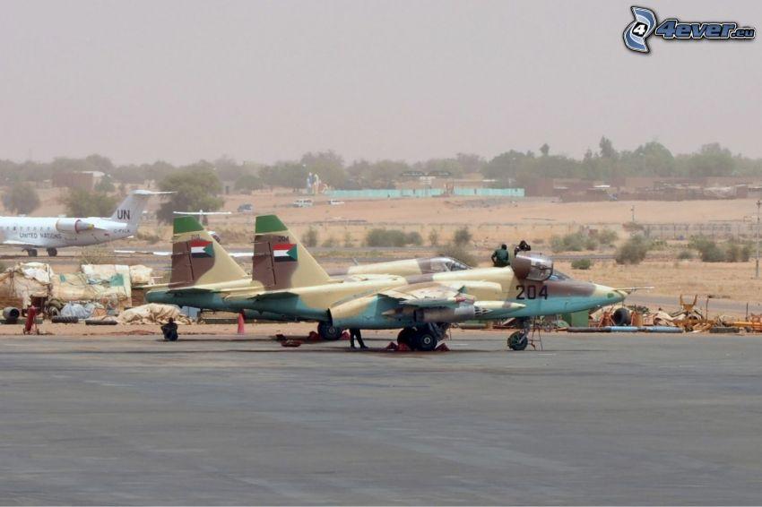 Sukhoi Su-25, flygplats